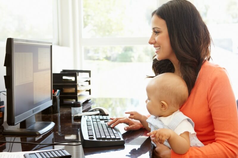 woman do online arbitrage with baby on her hand